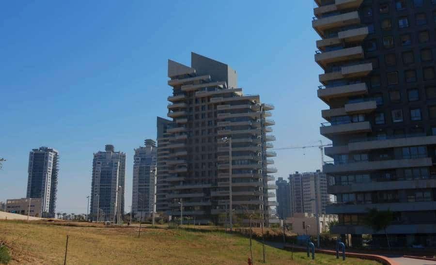 בניינים מול פארק אשדוד ים