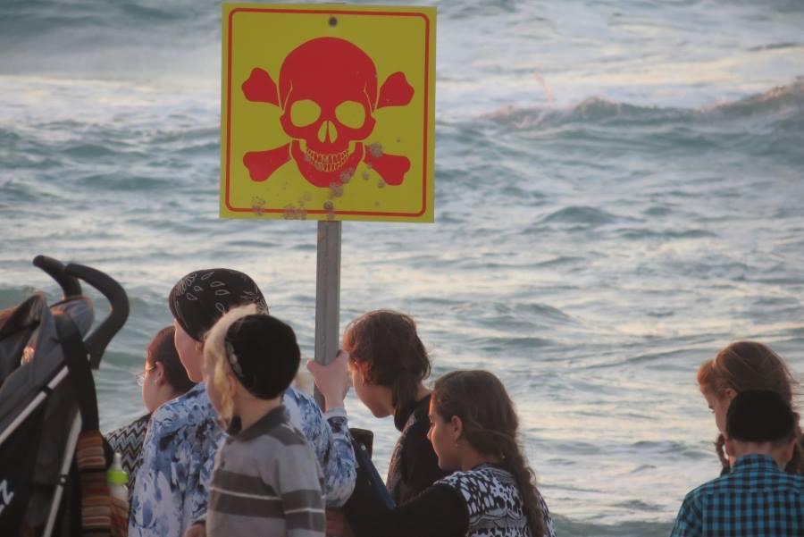 הסכנה הגדולה: חופשת בין הזמנים של החרדים באמצע הלילה בחוף הנפרד