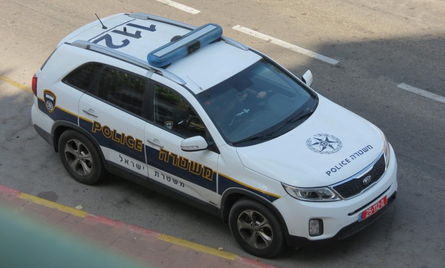 מבט על ניידת משטרה