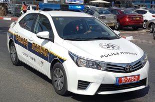 שוטר בניידת