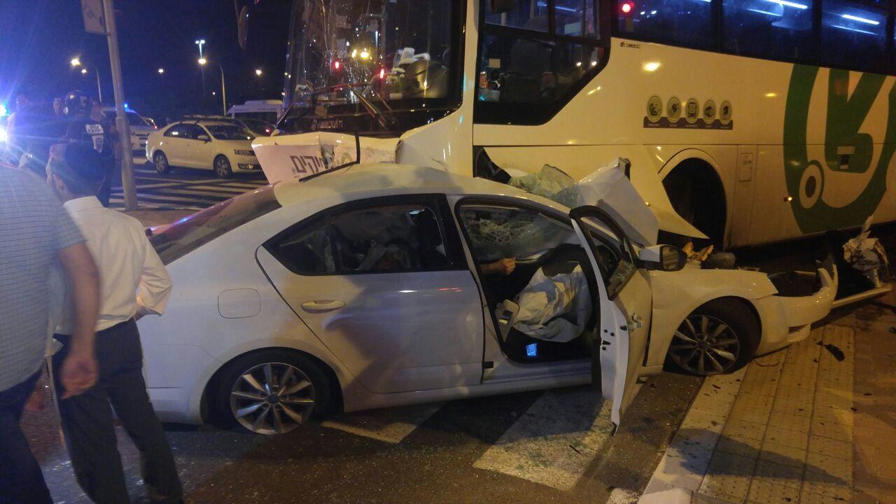 תאונה קטלנית: אדם נהרג בתאונה בין רכב לאוטובוס אפיקים שהסיע נוסעים לאשדוד