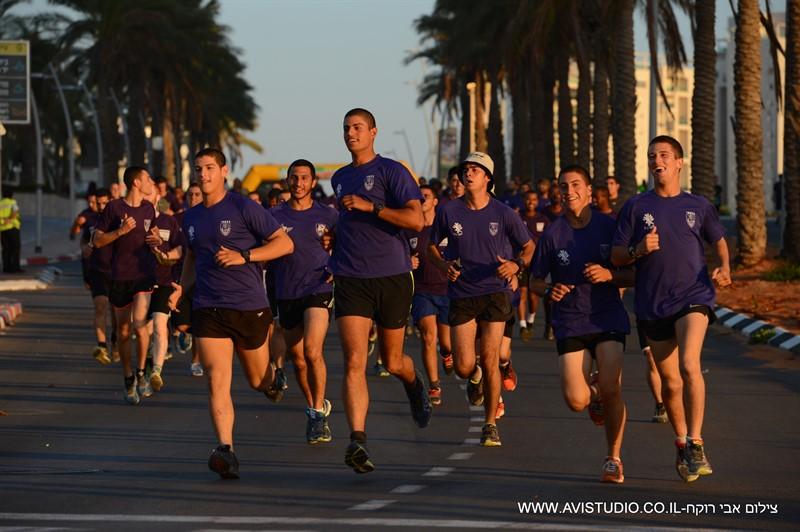 הצבע הסגול שולט. חיילי גבעתי במירוץ אשדוד.(צילום: אבי רוקח)