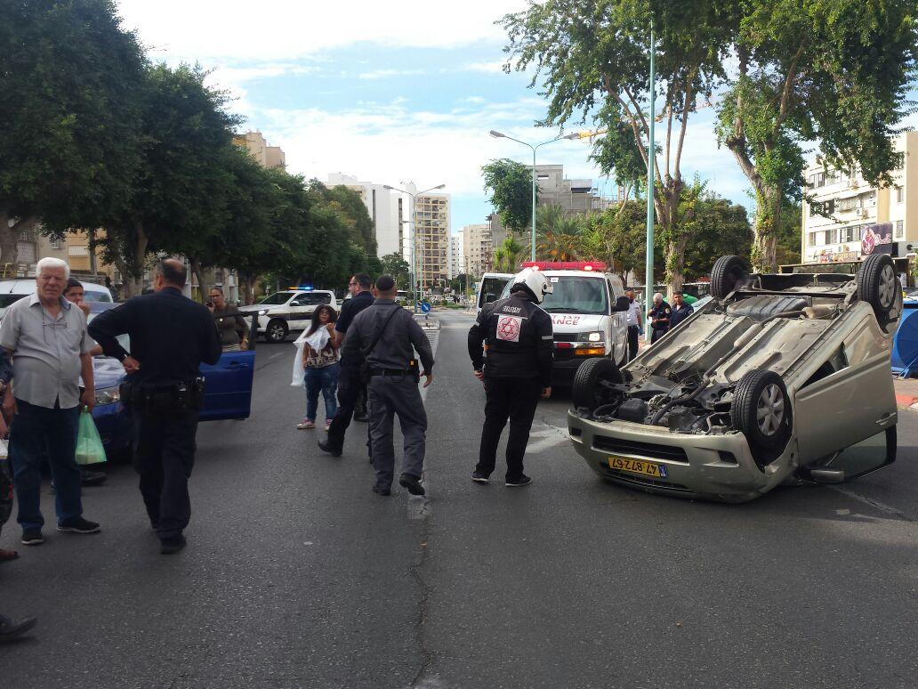 נס בדרכים: שני פצועים ורכב שהתהפך בתאונת דרכים