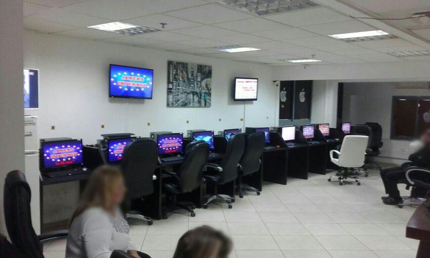 באישון לילה: משטרת אשדוד פשטה על בתי הימורים ומשחקים אסורים