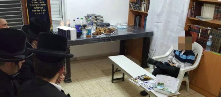 תמונה מצמררת: ילד בן - 10 בנו של תושב אשדוד שנפטר השבוע יושב שבעה לבדו