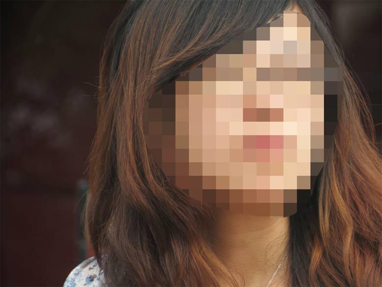 פנים מטושטשות של בחורה צעירה
