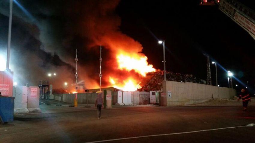 """שריפת ענק במפעל """"יהודה פלדות"""""""