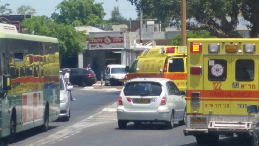 המשטרה עצרה אדם שהשאיר תינוקת ברכב בחניית מתחם קניות בעיר