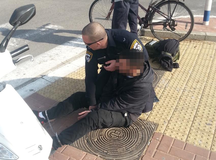חשד: שוטר לא בתפקיד הכה שליח פיצה מכות נמרצות