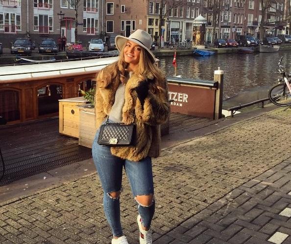 ג'ורדן מטיילת באמסטרדם