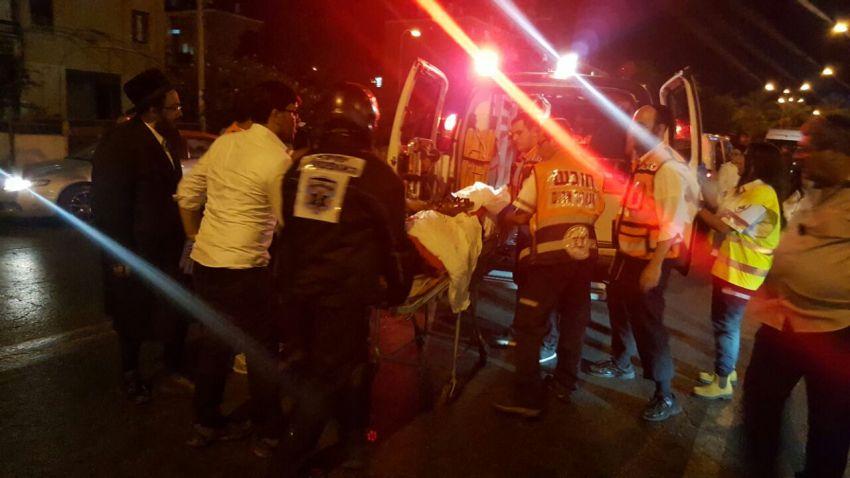 לילה קשה באשדוד: צעיר נדקר, גבר נפל מקומה עשירית, ותאונת דרכים קשה