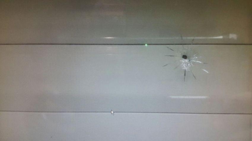 מפחיד: תושב אשדוד גילה חור קליע בחלון חדר השינה