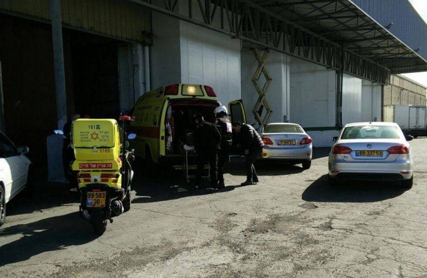 תאונת עבודה: 2 פועלים נפלו מגובה 5 מטר