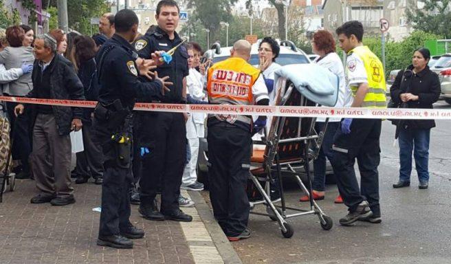 צעיר קפץ מקומה רביעית ונפצע קשה לאחר מרדף משטרתי