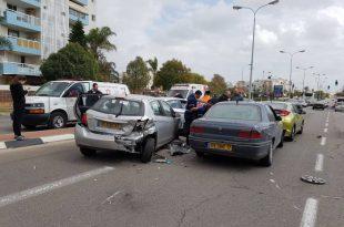 4 רכבים נפגעו בתאונת דרכים בבני ברית - עומסי תנועה במקום