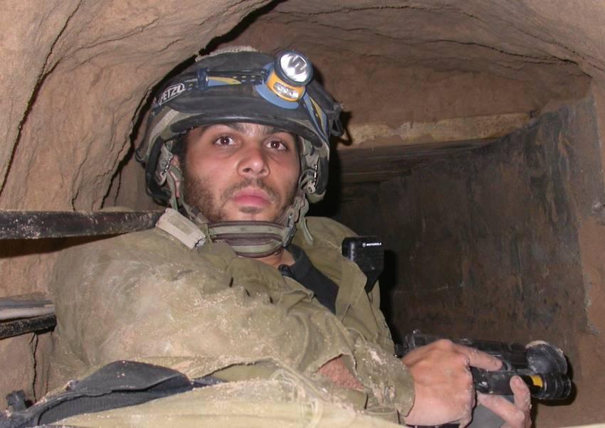 """סיפור חייו ומותו של קצין המנהרות הראשון בצה""""ל סרן אביב חקאני"""