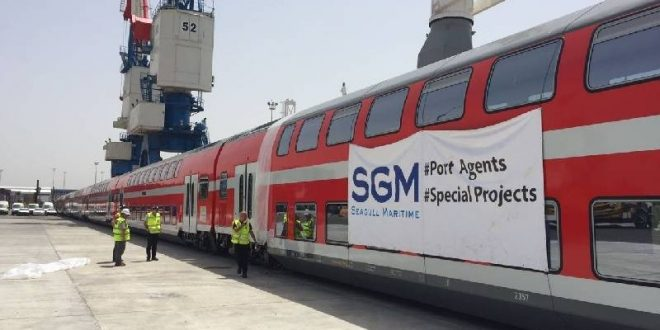 צפו: עובדי הנמל סיימו לפרוק את אוניית הרכבת