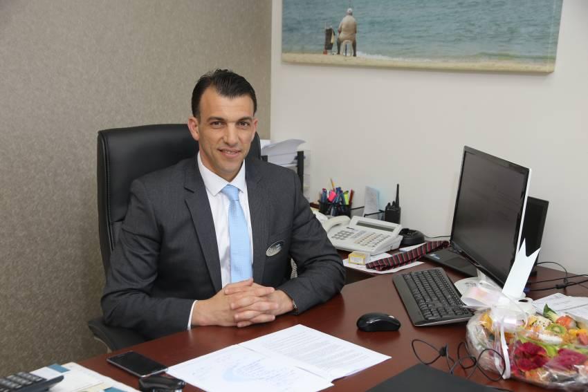 """ממלצר במלון SUN בבת ים למנכ""""ל מלון WEST באשדוד"""