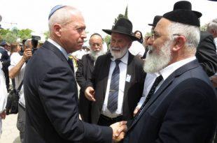 טקס מרגש התקיים ביום הזיכרון לחללי מערכות ישראל בבית העלמין באשדוד