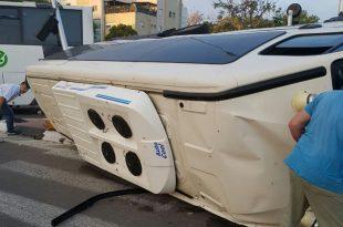 רכב הסעות התהפך בתאונת דרכים באשדוד - מס' אנשים נפצעו