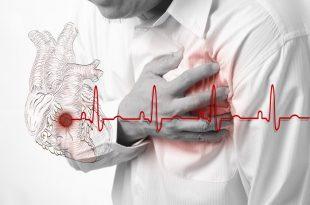 אדם חווה התקף לב