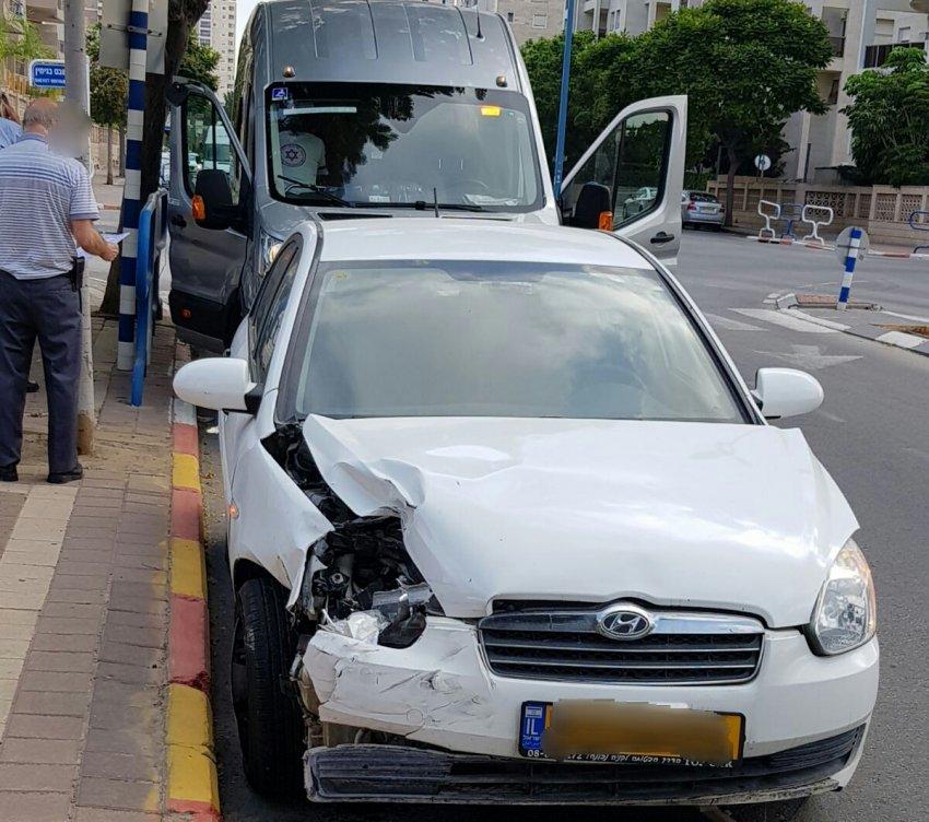 פצועים בתאונת דרכים בין רכב הסעות ילדים לרכב פרטי