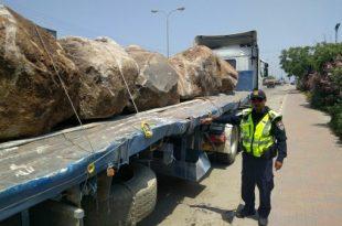 המשטרה הורידה מהכביש 15 משאיות סמוך לנמל