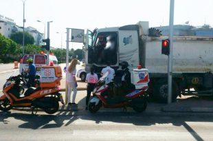 תאונת דרכים במשה סנה: משאית עלתה על אי תנועה
