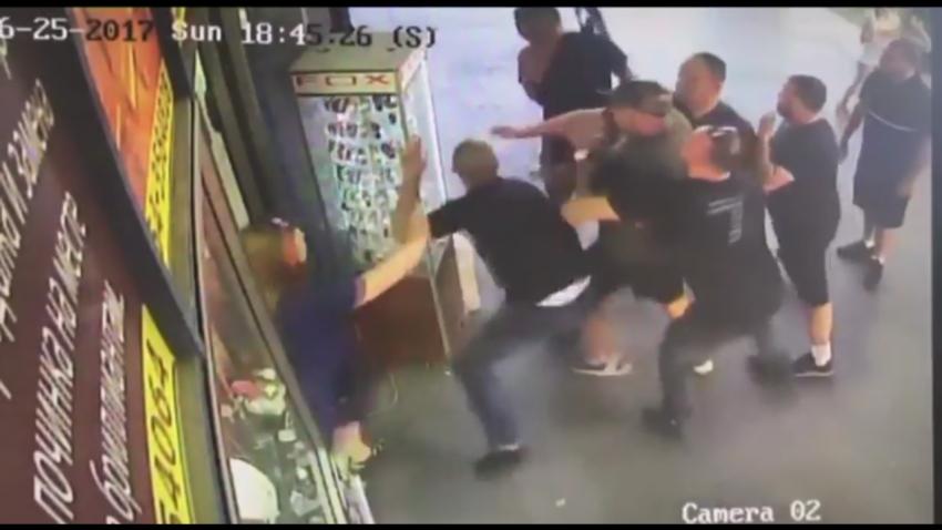 צפו בוידאו: התנפלו על אדם בסיטי ודקרו אותו