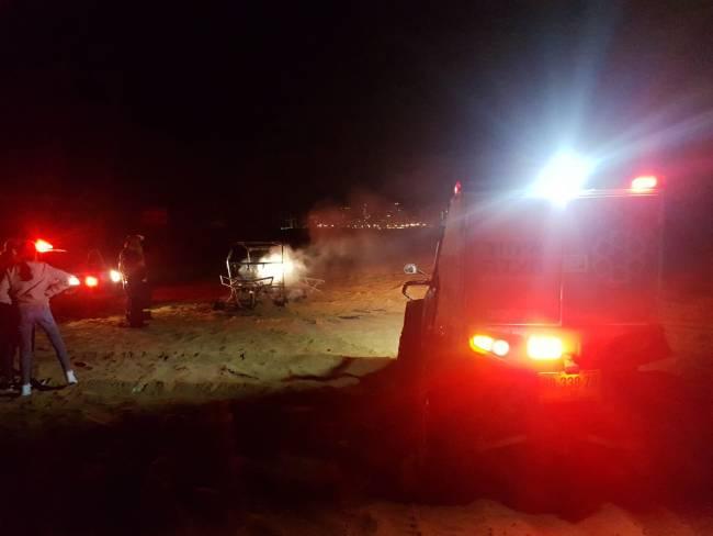 צפו: רכב עלה באש בדיונות - כוחות ההצלה במקום
