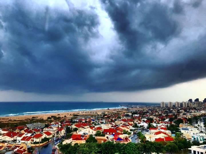 צפו: קשת, עננים וגשם - החורף כאן