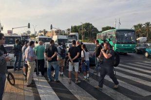 """נכים חסמו את הכניסה לנמל ופונו ע""""י המשטרה"""