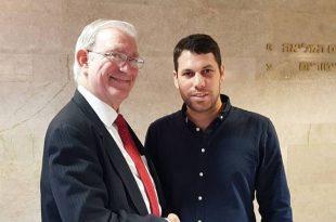 הישג למשה בן זקן: נבחר ליועץ הפוליטי של השנה