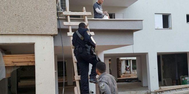 """שב""""חים עם מסמכים מזוייפים נעצרו בפשיטה של המשטרה ומג""""ב"""