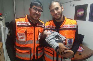 מפגש מרגש בין מתנדבי איחוד הצלה לתינוק שהצילו את חייו
