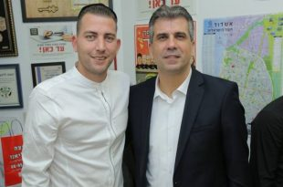 שר הכלכלה הגיע לפיצרייה באשדוד לתמוך במאבק העסקים הקטנים