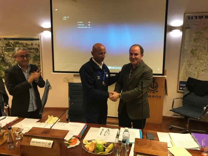 עדי קלנג מתקבל כאלוף עולם בישיבת מועצת העיר - צפו