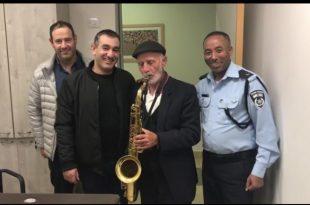 הרגע המרגש של ניצול השואה במשטרת אשדוד
