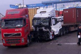 פצוע לכוד בתאונה בין שתי משאיות בכניסה לנמל אשדוד