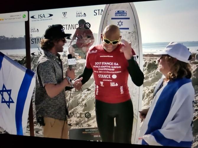 אלוף העולם בגלישת גלים יעביר סדנת גלישה לבעלי מוגבלויות