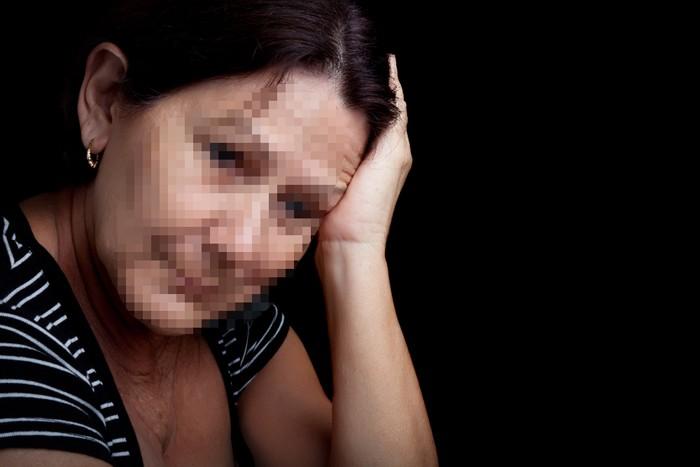 אישה בגיל 60 שזקוקה לעזרה