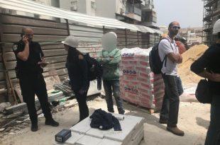 """עשרות פועלים ערבים נבדקו ע""""י המשטרה - חלקם נעצרו"""