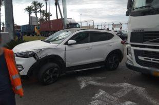 פצוע בתאונת דרכים בין רכב פרטי למשאית סמוך לנמל