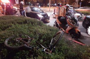 צעיר שרכב על אופניים נפצע בינוני מפגיעת רכב עוצמתית