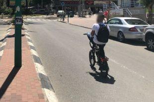 אור ירוק: כמה רוכבים על אופניים חשמליים בצורה מסוכנת?