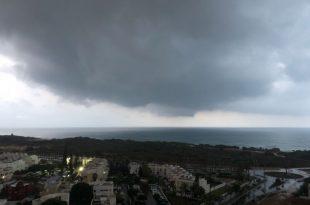 גשם באמצע יוני באשדוד - צפו בוידאו
