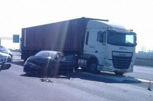 פצועים בתאונת דרכים במחלף אשדוד