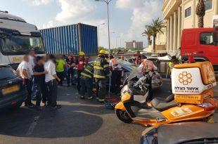 תאונה קשה: שישה פצועים נלכדו בתאונה בין משאית לרכב