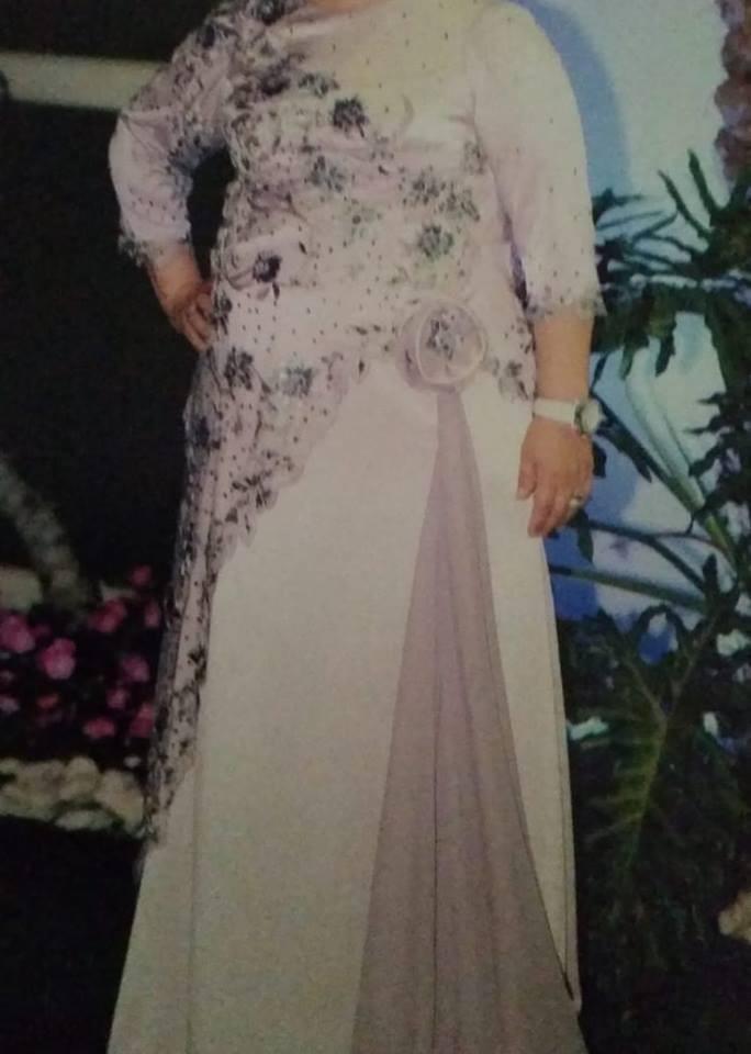 האלמנה איבדה את השמלה ששאלה לחתונת בתה
