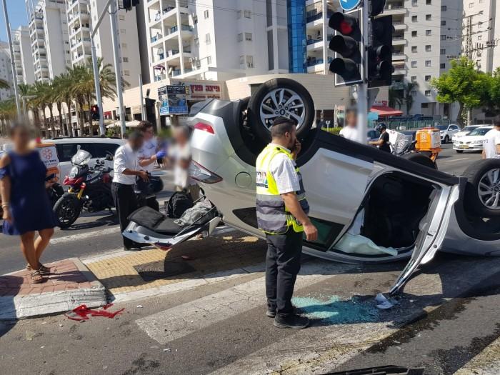 שני פצועים בהתהפכות רכב בעיר - כוחות ההצלה במקום